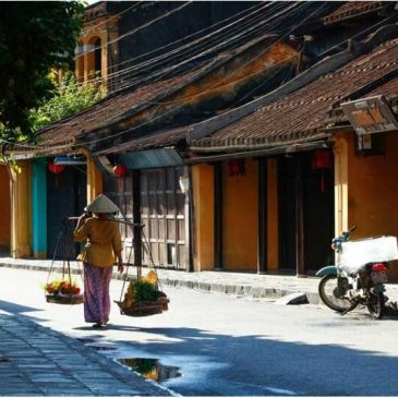 The distance from Hue to Hoi An – Transportation